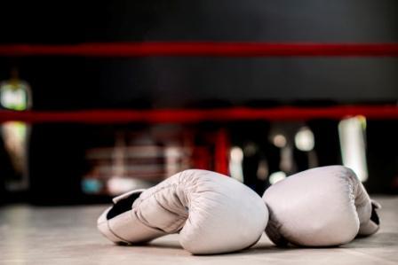 Hoe boks jij het voor elkaar? Twee bokshandschoenen in de ring.
